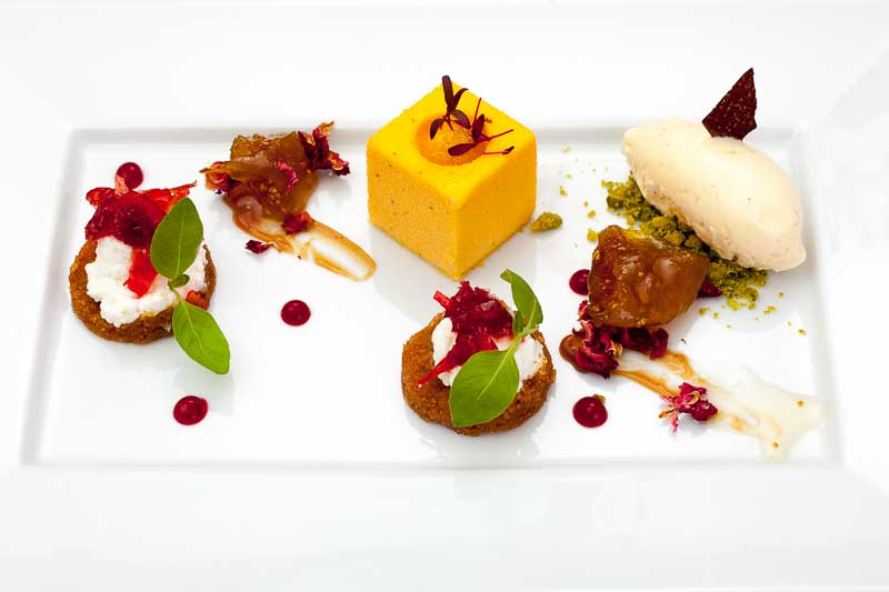 Der krönende Abschluss von Spitzenkoch Thomas Figovc: Feigen-Kompott, ein Mousse aus Passionsfrucht und eine Karamellsauce