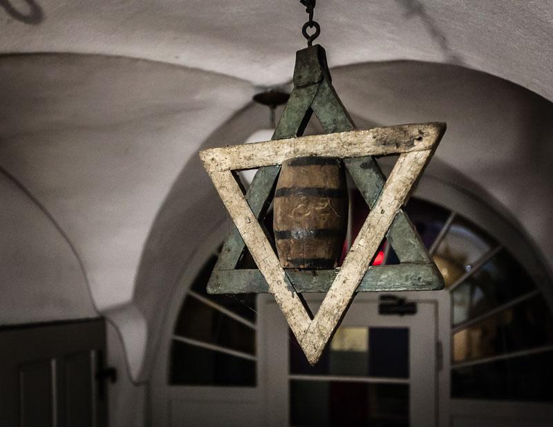 Der Zoigl-Stern soll älter sein als der Davidstern. Als Handwerkszeichen der Bierbrauer zeigt er an, wo es gerade frisch gebrautes Bier gibt