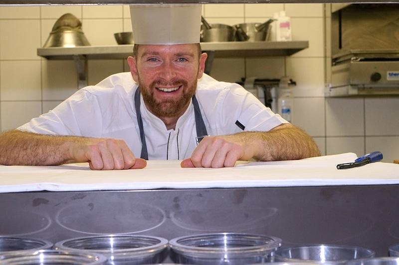 Chef de Cuisine Daniel Groß ist Herr über die kulinarischen Träume im Gourmet Restaurant Chesa Rössli