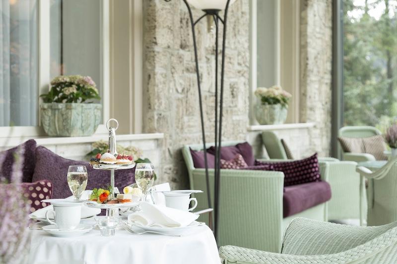 Im Wintergarten wird nachmittags Afternoon Tea serviert