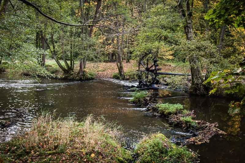 Beschaulich fließt die Waldnaab. Hier lässt es sich gut wandern