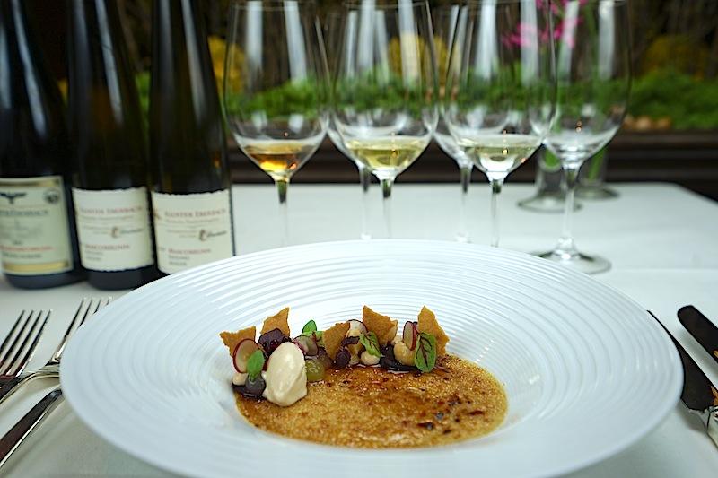 Crème brûlée von Foie Gras mit Traube und Macadamia gab es zum Weintasting als Vorspeise