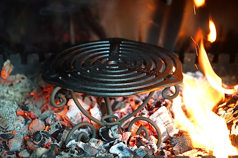 Wir haben einmal etwas neues getestet. Grillen im Kamin. Dazu haben wir ein Grillrost von PETROMAX eingesetzt - das Ergebnis war erstklassig
