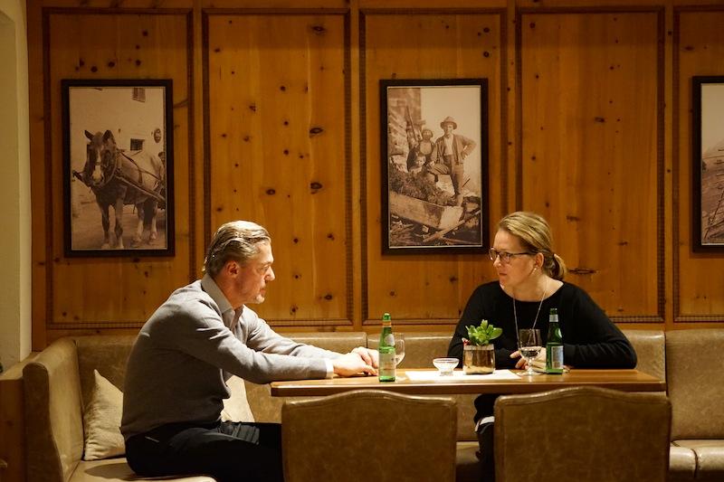 Familie von der Thannen führt das beste Hotel im angesagten Skiort Ischgl: das Trofana Royal. Alexander von der Thannen hier im Gespräch mit FrontRowSociety.net Redakteurin Annett Conrad