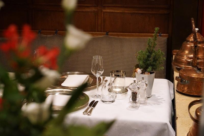 Im gesamten Hotelbereich finden sich liebevoll geplegte Accessoirs, die an das langjährige Bestehen des Hofes erinnern. Seine Anfänge gehen bis ins 17. Jahrhundert zurück