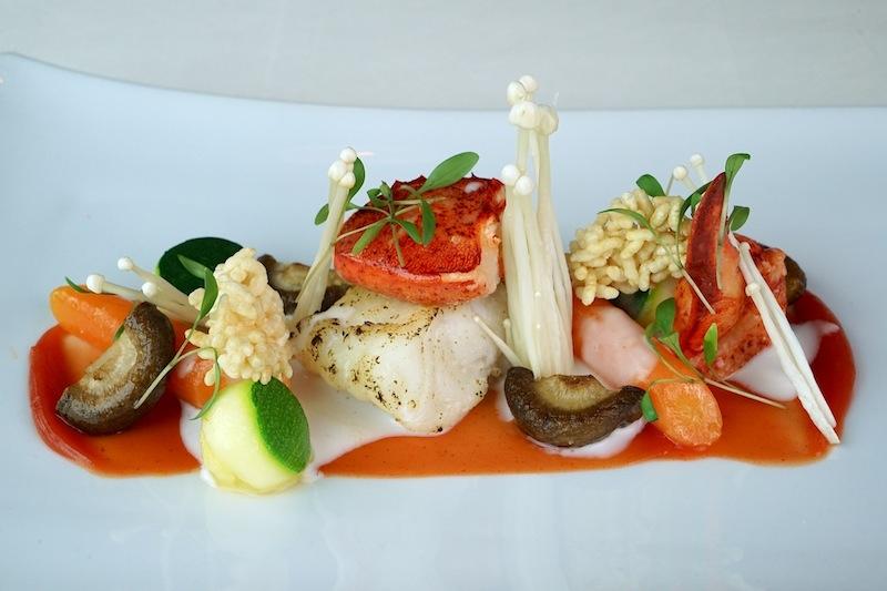 Kanadische Hummer wird von Danile Groß mit Kabeljau, Thai Curry und Shimeji Pilzen kombiniert. Sein Signature-Dish ist optisch wie geschmacklich ein Highlight