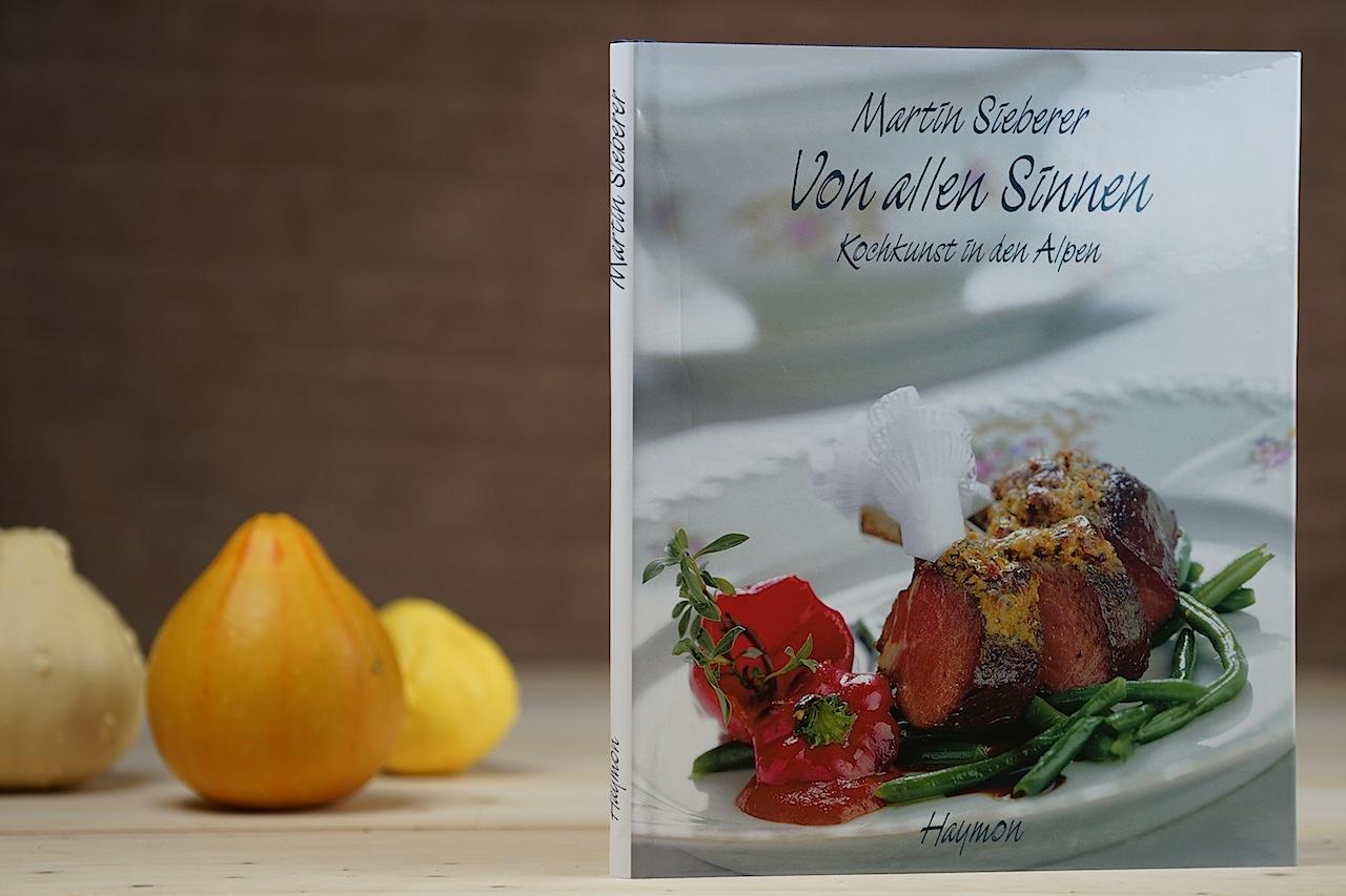 """Die Kochkust der Alpen verkörpert das Kochbuch """"Von allen Sinnen"""". Verständlich beschreibene Gerichte und für Hobbyköche einfach nachzukochen"""
