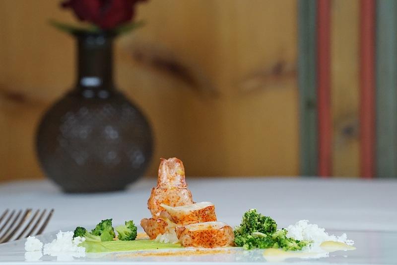 Bretonischer Hummer mit Brokkoli und Zitronenschnee