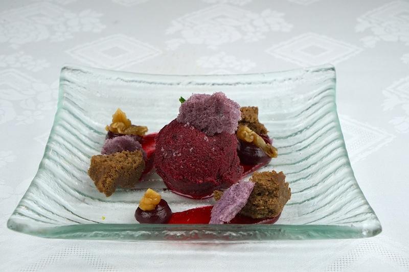Frisches zum Schlemmermenü: Cassis-Sorbet, Macarons, Gel, Maronenstreusel und Karamellmaroni