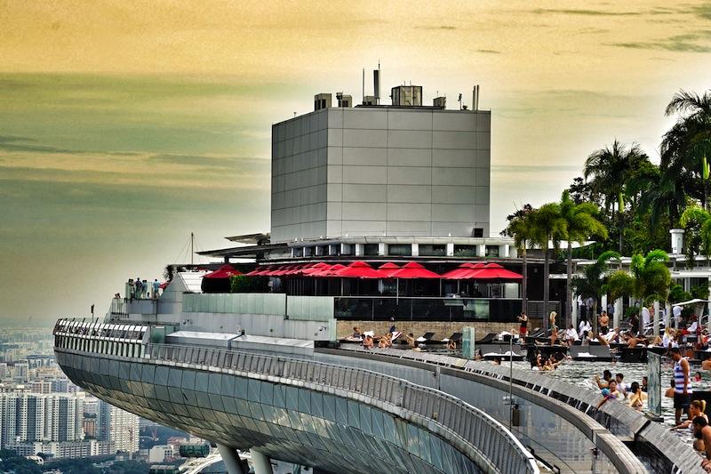 Singapur gleich Superlative: Den höchsten Pool der Welt, gigantische Shoppingmals und allabendliche Lasershows