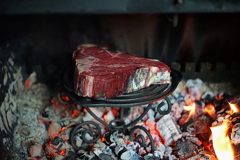 Das Steak wurde von der Hitze umschlossen ...