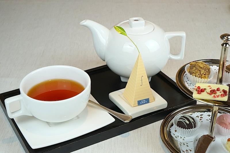 Die Teespezialitäten gibt es nicht nur zum Frühstück. Tagsüber ist die Kaminbar der ideale Treffpunkt zur Tea time