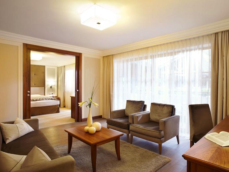 Der Wohnbereich der Fürstensuite, stylisch durchdacht und genügend Freiraum für den längeren Aufenthalt