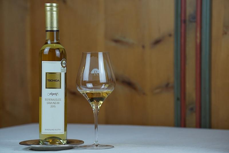 Die 2015er Sämling 88 Beerenauslese vom Weingut Tschida kannten wir schon von unseren Genuss auf der Heimtabühne, dem zweiten Haubenrestaurant im Luxushotel Trofana Royal