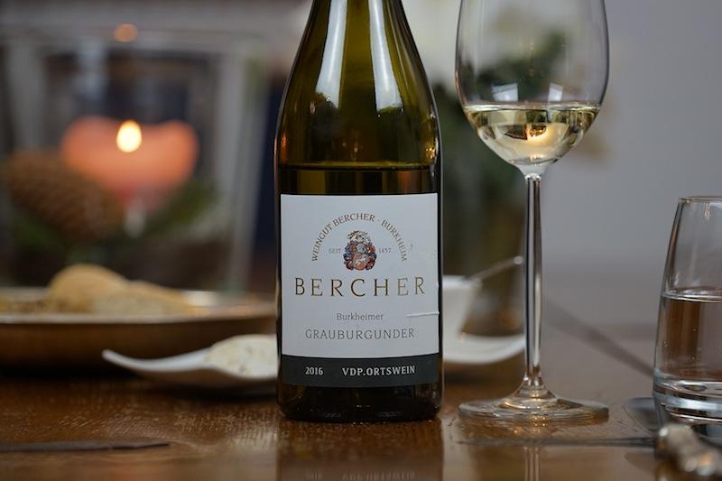 Ein Grauburgunder vom Weingut Bercher sollte nicht nur bei Kerzenschein genossen werden, sondern auch in lauen Sommernächten
