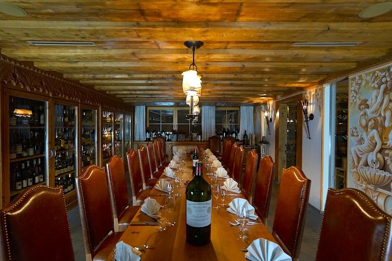Im Weinkeller des Luxushotels Trofana Royal finden in regemäßigen Abständen außergewöhnliche Weindegustationen stat