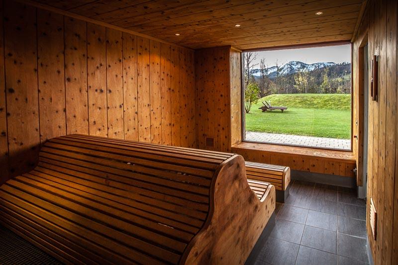 Ein Blick wie gemalt: Aus der Sauna blickt man ebenfalls gen Süden in die Natur hinaus