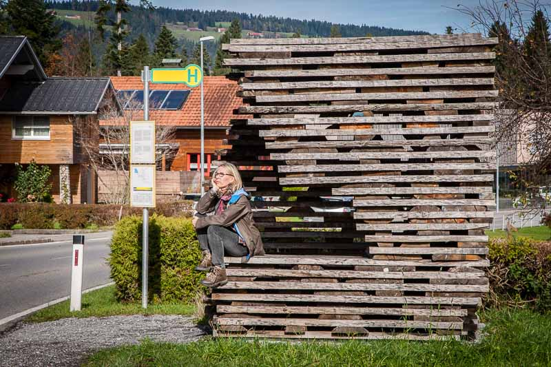 Anton Garcia Abril und Debora Mes, Ensamble Studio, Spanien. Das Architekten-Duo war fasziniert von der elementaren Qualität roher, unbehandelter Eichenbretter und deren Schichtung in den Trockenlagern der Holzwerkstätten im Bregenzerwald