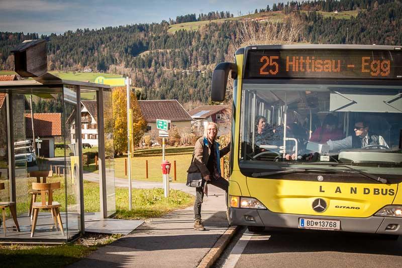 Weitergeht's mit dem Landbus der Linien 25 und 29 erreicht man alle sieben Architektur Wartehüsl