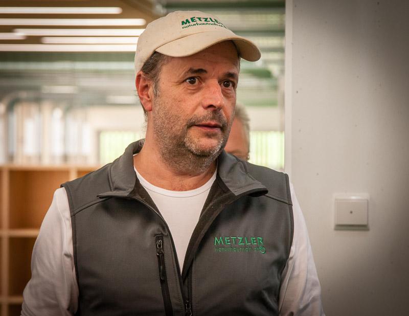Unternehmer Ingo Metzler, zu seinem 10. Geburtstag bekam er eine trächtige Ziege geschenkt – schnell hatte er drei Ziegen – und viel zu viel Käse für den Eigenbedarf – so fing alles an