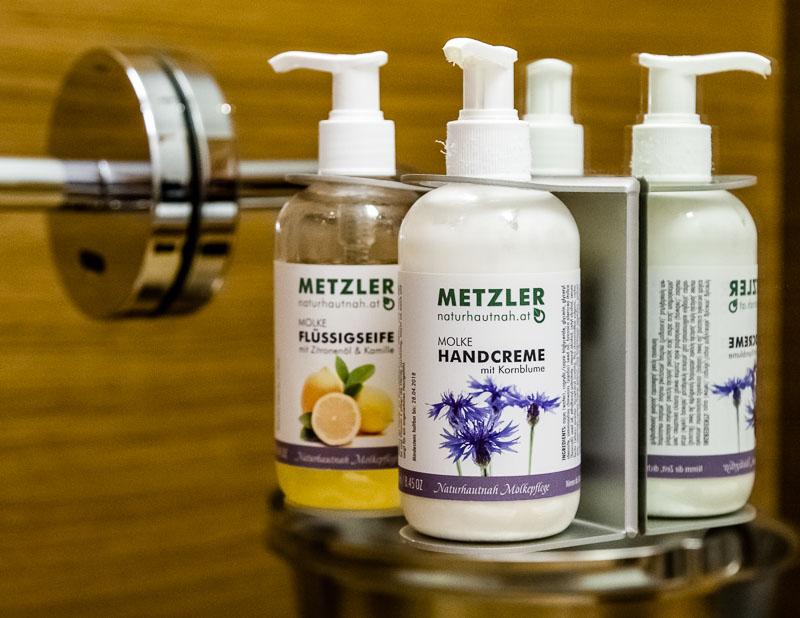 Im Romantik Hotel Das Schiff in Hittisau sind alle Bäder mit den Molke Produkten von Metzler ausgestattet