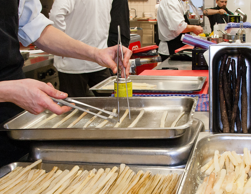 Schwarzwurzelzubereitung in der Küche von Marco Müller. Drei Zustandsformen versprechen Abwechslung bei diesem oft unterschätzten Gemüse