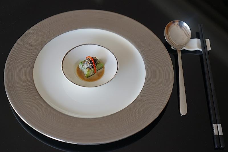 Liu Ching Hai Amuse Bouche: Okra (Gemüse-Eibisch) mit schwarzen Pilzen und Sesamsauce