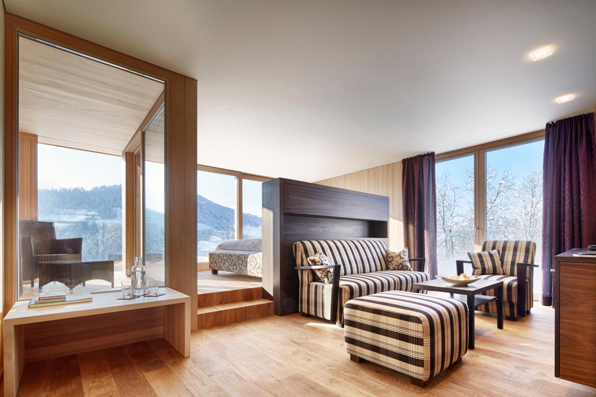Suite Holz mit viel Platz und Komfort. Hier übernachtet auch der österreichische Bundespräsident