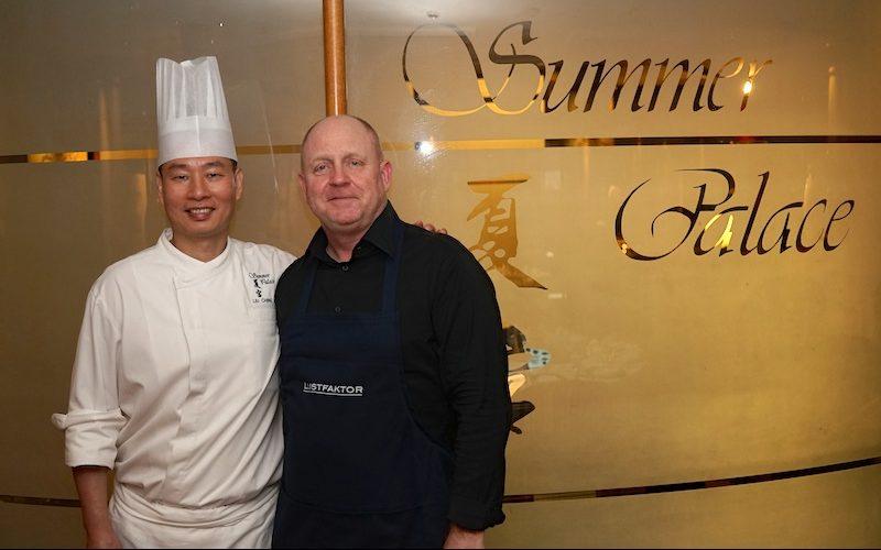 Sternekoch Liu Ching Hai schaut auf 20 Jahre Erfahrung in der kantonesischen Küche zurück. Hier gemeinsam mit Herausheber des Luxusmagazins Andreas Conrad