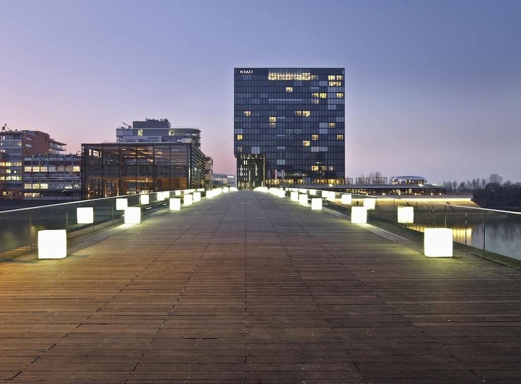 Die Fußgängerbrücke zum Hotel Hyatt Regency / © HYATT REGENCY