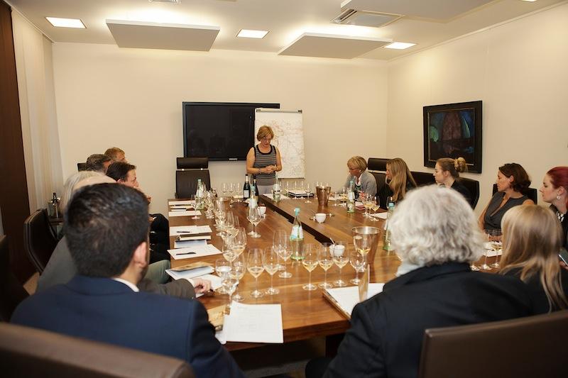Die beliebten Kurzseminare mit der bekannten Sommelière und Champagner Botschafterin 2012 Gerhild Burkard / © Kirstin Günther