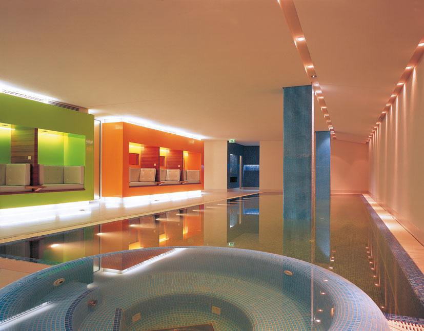 Poolbereich Spa im SIDE Hotel Hamburg / © SIDE/Seaside Hotels, Foto: Klaus Frahm