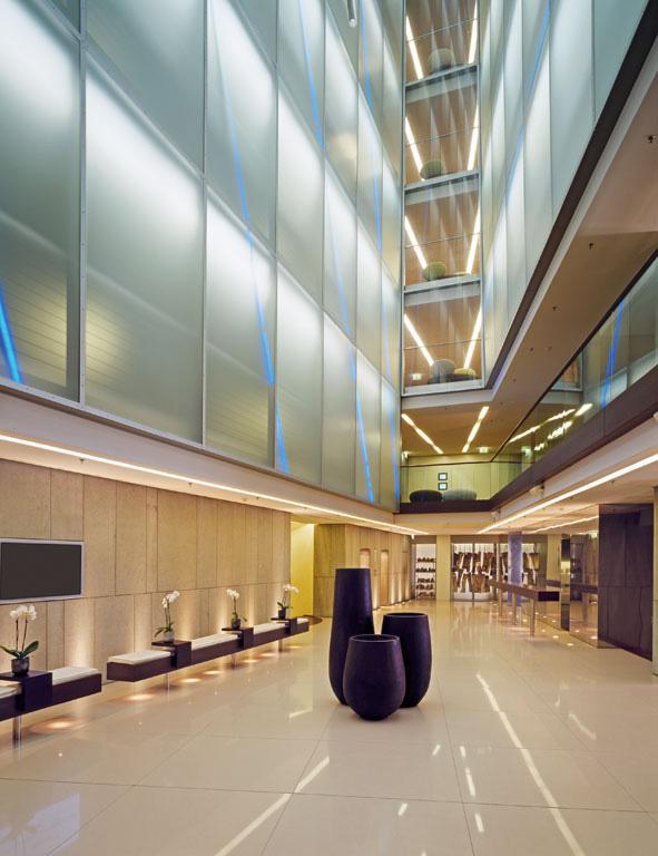 Side hotel das einzige 5 sterne design hotel in hamburg for Design hotel 5 sterne
