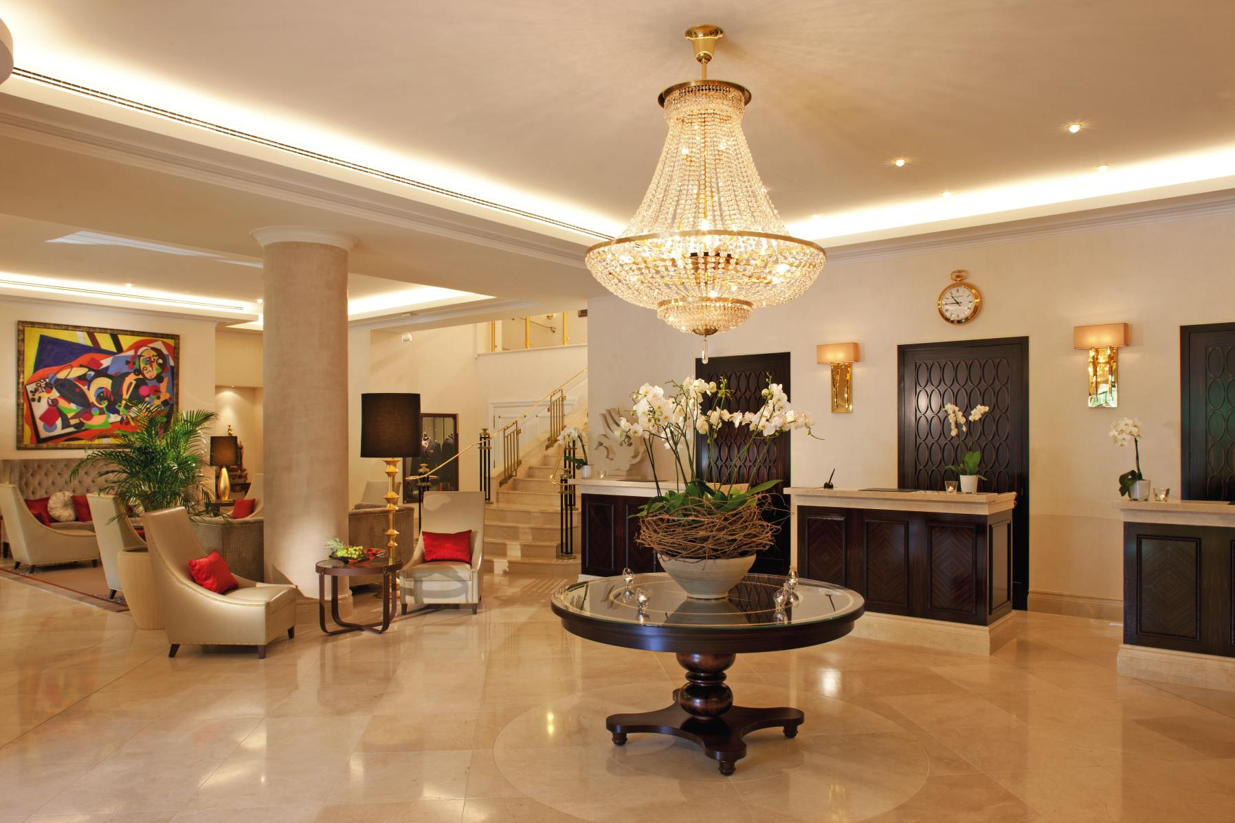 Der elegante Empfangsbereich im Steigenberger Parkhotel Düsseldorf / © Steigenberger Parkhotel