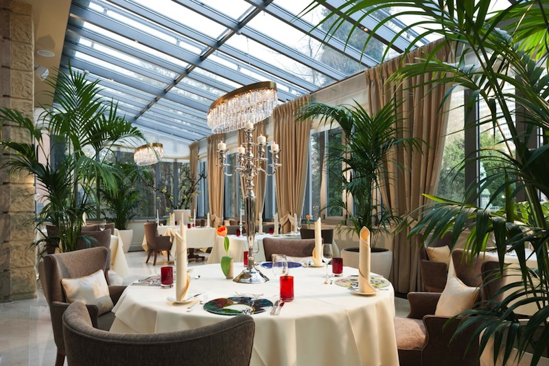 Der neu eingerichtete Wintergarten des Restaurants Artiste im Steigenberger Parkhotel / © Steigenberger Parkhotel