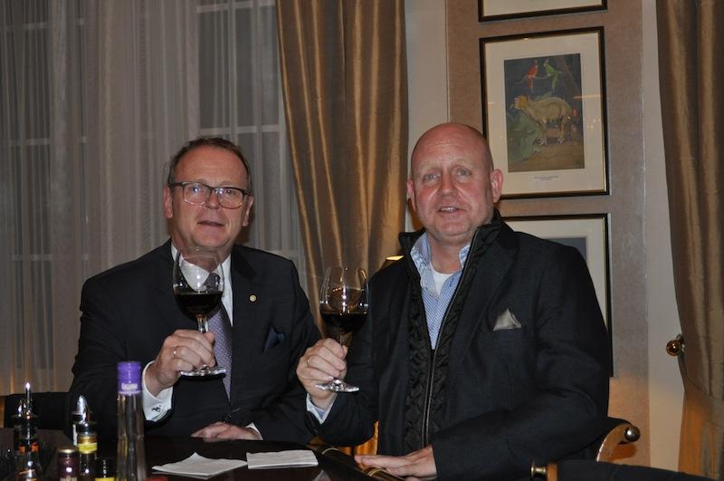 Herausgeber vom LUXUS & LIFESTYLE MAGAZIN Andreas Conrad traf sich zum Dinner mit Direktor Michael Kain (links) und konnte vorab die Pläne für die Kernsanierung des Steigenberger Grandhotel Petersberg in Augenschein nehmen.