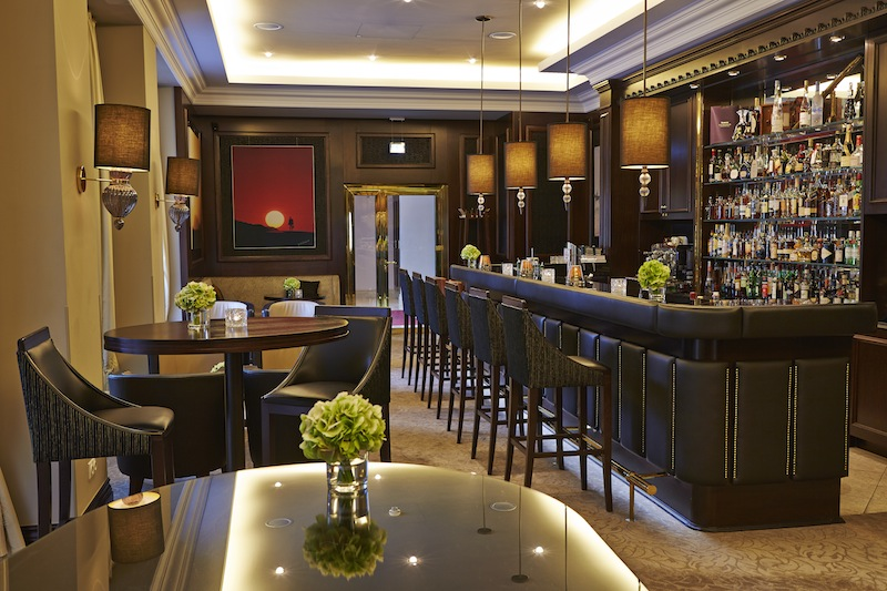 Die Etoile-Bar - Am Abend ist die Etoile-Bar ein angesagter Treffpunkt / © Steigenberger Parkhotel