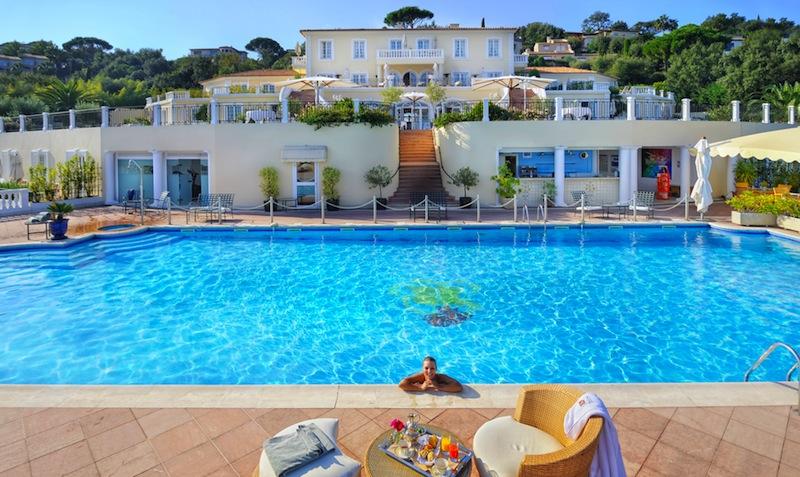Der große beheizte Pool vom Althoff Hotel Villa Belrose / © Althoff Hotel Villa Belrose