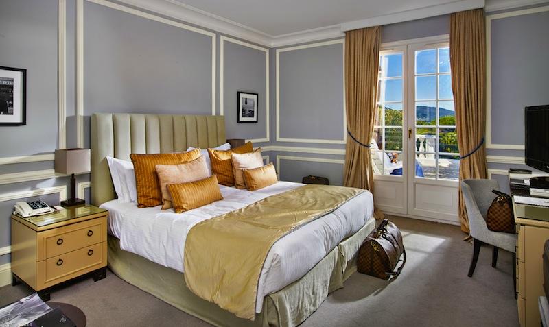 Die gräumige Superior-Suite in der Villa Belrose / © Althoff Hotel Villa Belrose