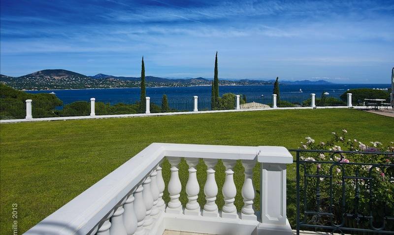 Der traumhafte Blick von der Terrassse der Superior-Suite / @ Althoff Hotel Villa Belrose