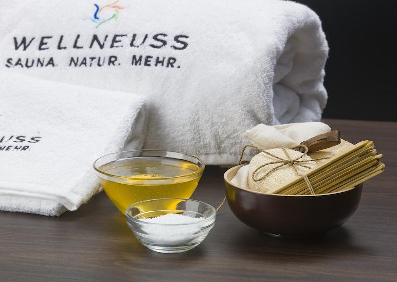 Hochwertige Produkte werden für die Selbstanwendung bei vier verschiedenen Zeremonien – harmonisierend, regenerierend, vitalisierend und entschlackend gereicht / © Wellneuss