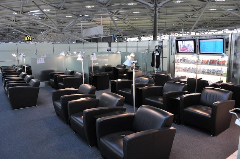 Der Hektik des Flughafens entfliehen. In der Lounge vom Flughafen Köln Bonn im Terminal 2 ist das möglich / © Redaktion Lustfaktor