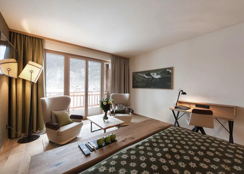 Traumhafter Blick aus dem Doppelzimmer Alpin - zu zweit kann man hier herrliche Tage und Nächste verbringen / © Aqua Dome