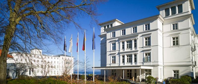 Im Haus Grand Hotel hat der Gast den ersten Kontakt. Denn hier ist die Rezeption zu finden / © Grand Hotel Heiligendamm