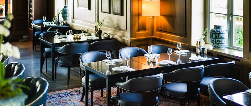 In der Nelson Bar im Grand Hotel Heiligendamm genießt der Gast kleine Köstlichkeiten mit herrlichem Blick auf die Ostsee / © Grand Hotel Heiligendamm
