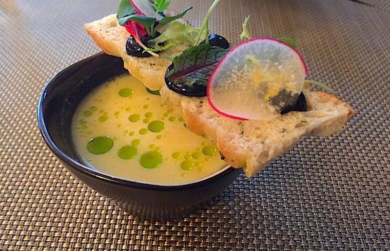 Ajo blanco - geeiste Mandel-Koblauchsuppe - fermentierter Knoblauch / © Redaktion Lustfaktor