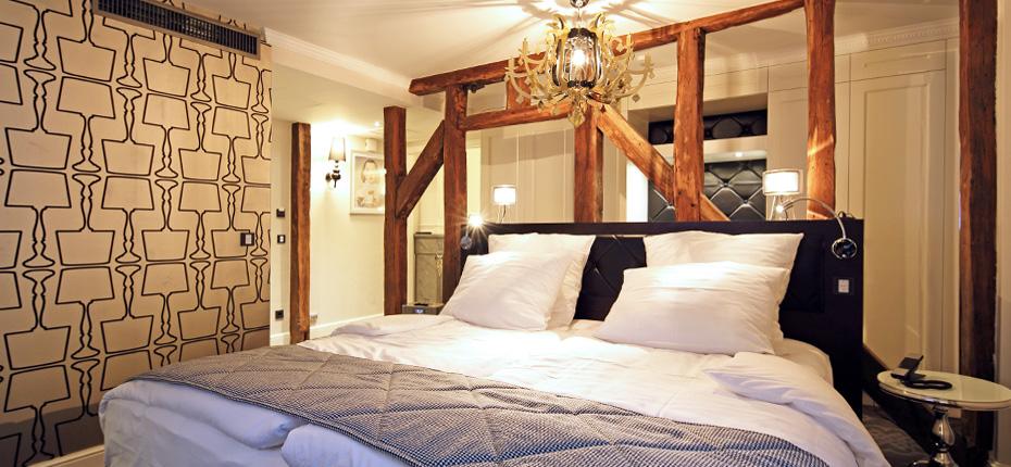 Traumhaft nächtigen in den Suiten. Hier die Suite Classic mit einem Bett von Hästings / © Hotel Le Clervaux