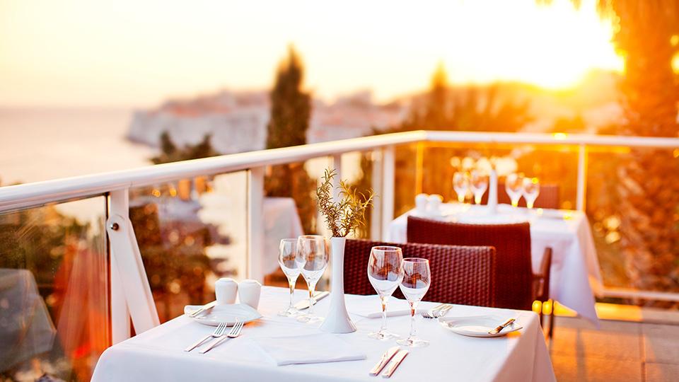 In den Adriatics Luxury Hotels in Dubrovnik scheint nicht nur die Sonne; auch erstklassigen Service und feinste Kulinarik darf der Gast hier erleben / © Adriatic Luxury Hotels