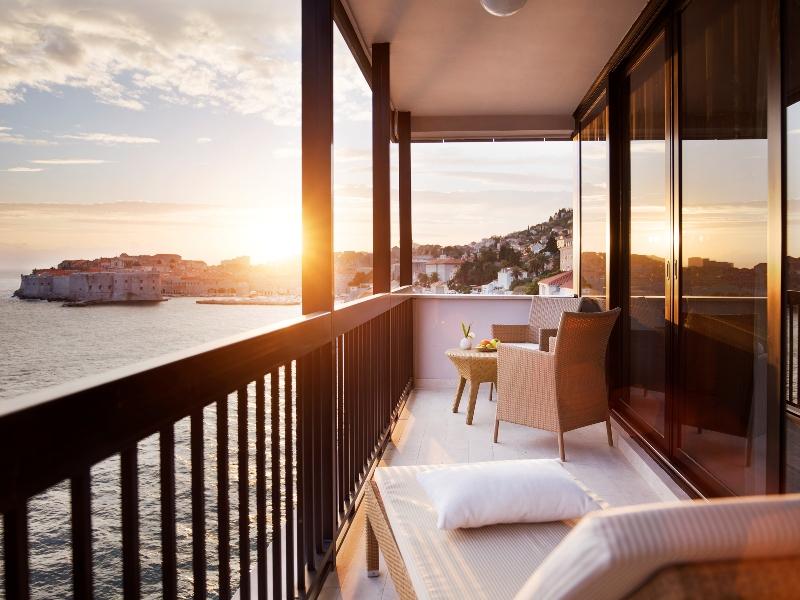 Der großzügige Balkon der Executive Suite im Hotel Excelsior mit Blick auf die Altstadt / © Adriatic Luxury Hotels