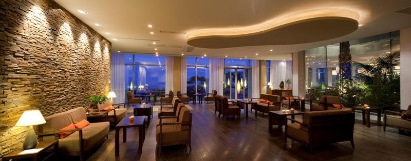 Abends in der Lounge des Luxushotels Bellevue einen Cocktail genießen und auf das Meer schauen - was gibt es Schöneres / © Adriatic Luxury Hotels